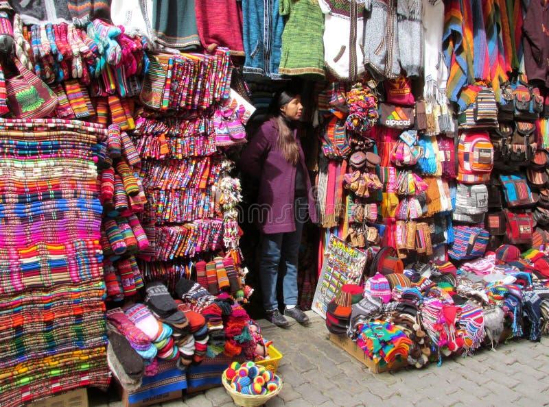 Kleurrijke herinneringsmarkt in Zuid-Amerika stock foto's