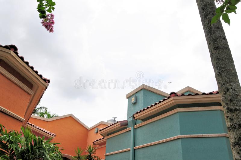Kleurrijke het bureaugebouwen van tegeldaken, FL stock afbeeldingen