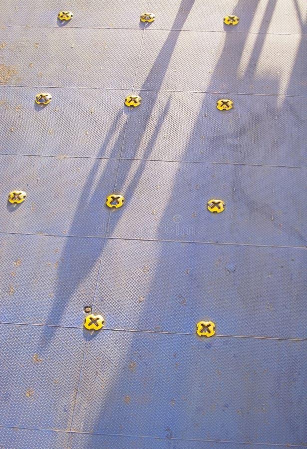 Kleurrijke het dekbevloering van de veerbootauto in blauw geschilderd metaal royalty-vrije stock afbeeldingen