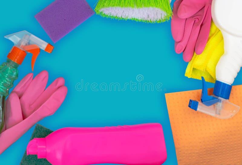 Kleurrijke het schoonmaken reeks voor verschillende oppervlakten in keuken, badkamers en andere ruimten stock afbeelding