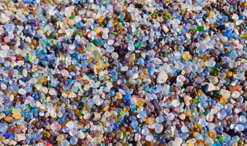 Kleurrijke het strand van de glassteen hoogste mening als achtergrond stock foto's