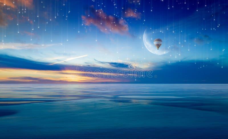 Kleurrijke hete luchtballon in zonsopganghemel met halve maan boven overzees royalty-vrije stock afbeeldingen