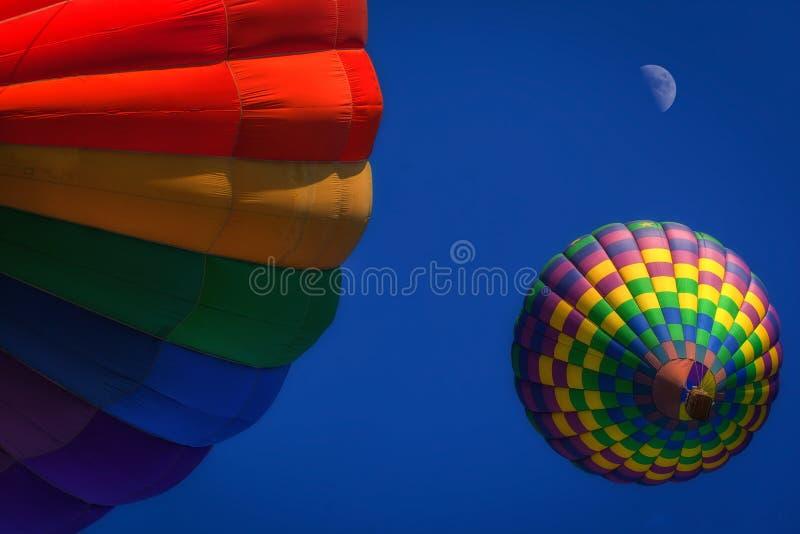 Kleurrijke hete luchtballons stock afbeeldingen