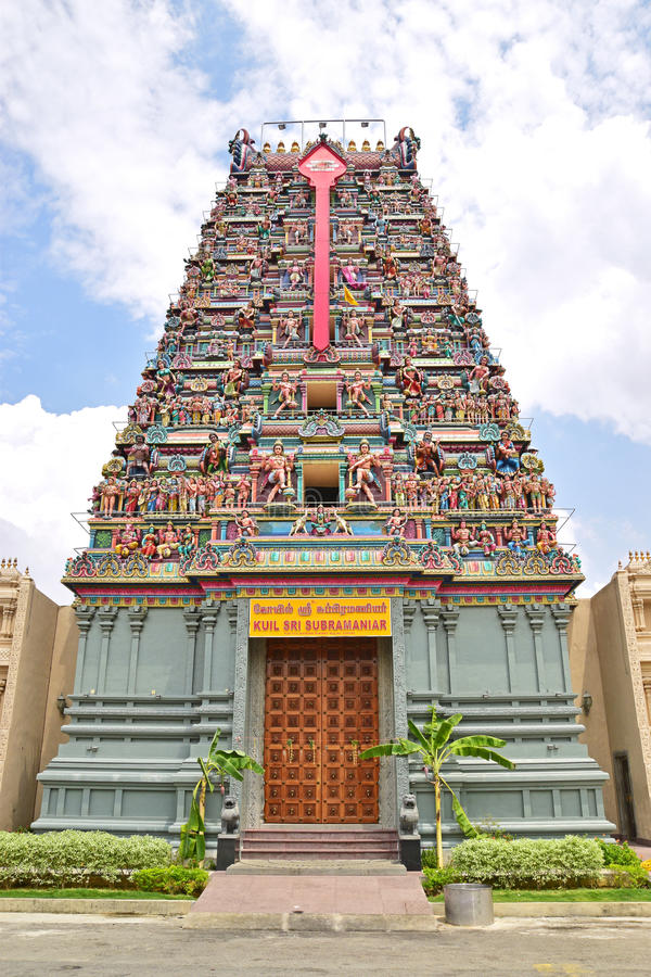 Kleurrijke Hindoese Tempel gewijd aan Lord Murugan stock afbeeldingen