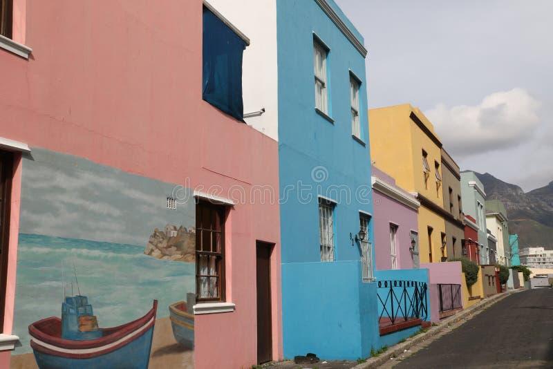 Kleurrijke huizen in BO Kaap Cape Town stock foto's