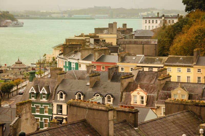 Kleurrijke huizen Cobh ierland stock fotografie
