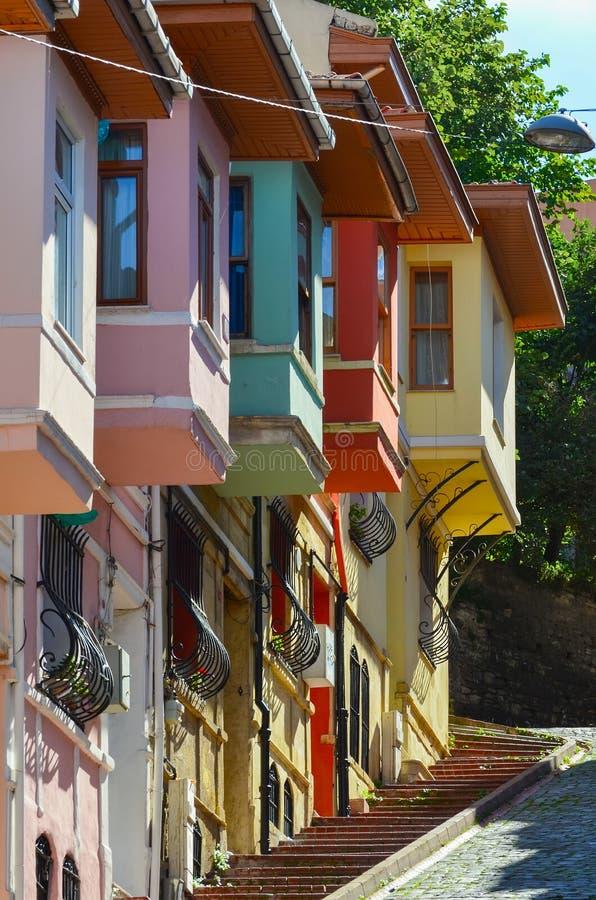 Kleurrijke huizen in de oude stad van Istanboel stock foto's