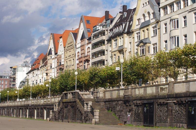 Kleurrijke huizen in Dusseldorf stock afbeelding
