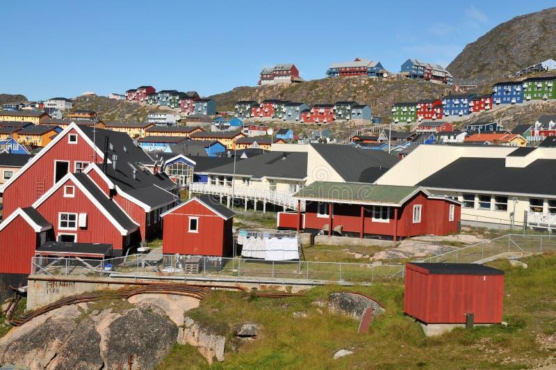 Kleurrijke huizen, gebouwen in Qaqortoq, Groenland stock afbeeldingen