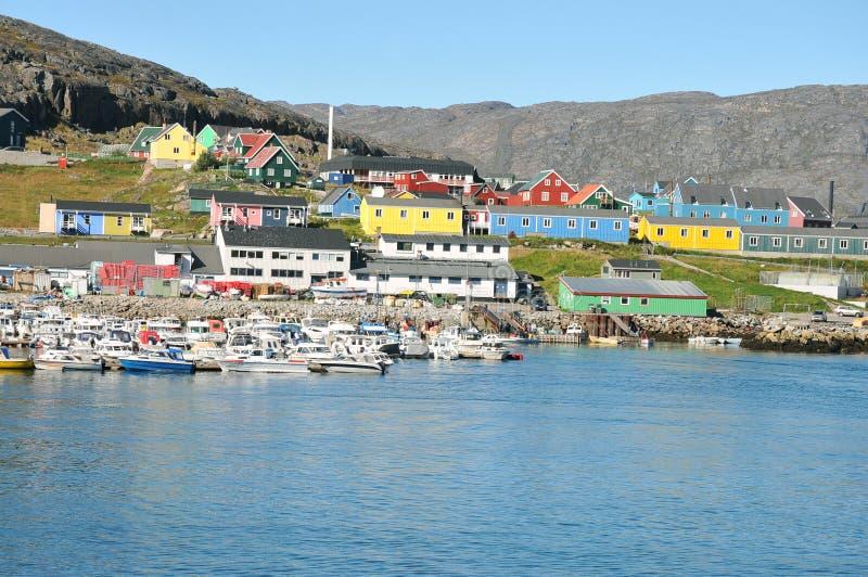 Kleurrijke huizen, gebouwen in Qaqortoq, Groenland stock afbeelding