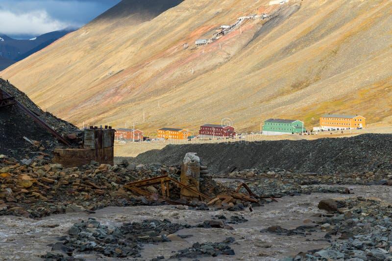 Kleurrijke huizen in Nybyen - Longyearbyen in Svalbard stock afbeelding
