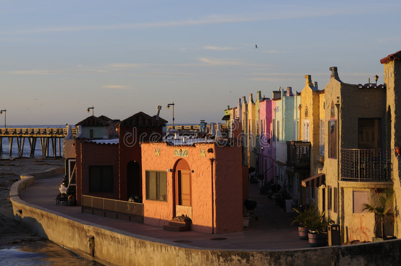 Kleurrijke huizen op de promenade in Capitola, Calif royalty-vrije stock fotografie