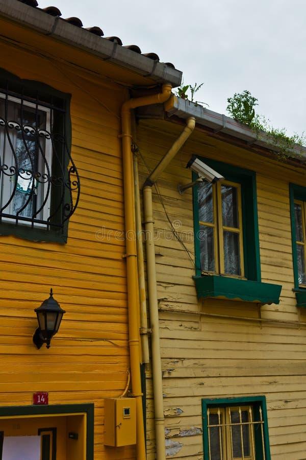 Download Kleurrijke Huizen Op Stadsstraat - Istanboel Stock Foto - Afbeelding bestaande uit buurt, istanboel: 39107748