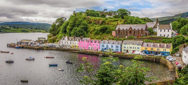 Kleurrijke huizen in Portree op Eiland van Skye Schotland royalty-vrije stock fotografie