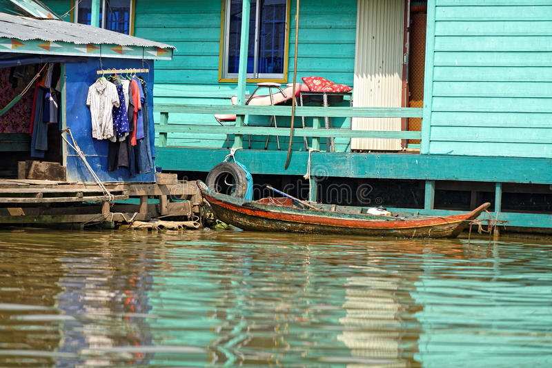 Kleurrijke huizen, Tonle-Sap, Kambodja royalty-vrije stock afbeelding