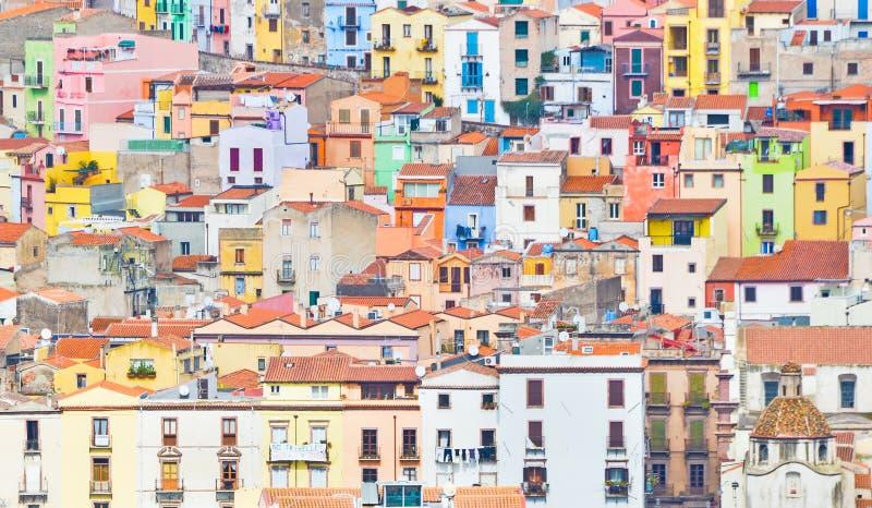 Kleurrijke huizen van Bosa stock afbeeldingen