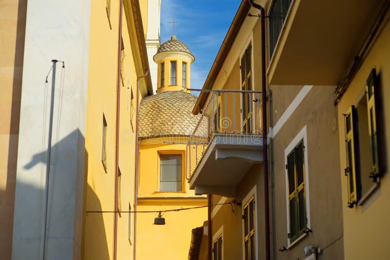 Kleurrijke huizen van Lerici-stad, die in de provincie van La Spezia in Liguri?, een deel worden gevestigd van Italiaanse Riviera stock foto
