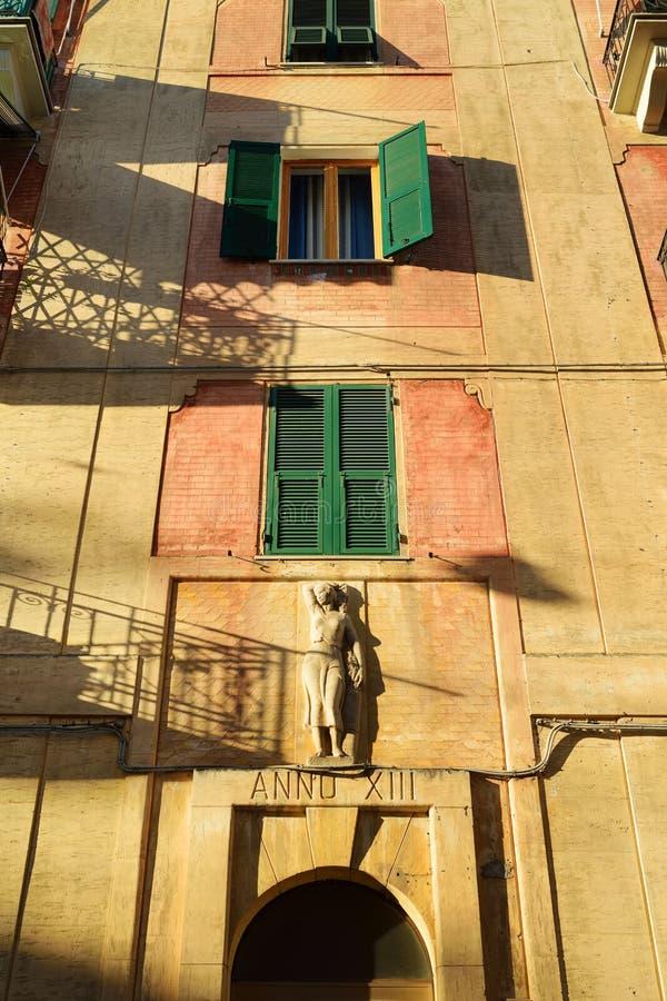 Kleurrijke huizen van Lerici-stad, die in de provincie van La Spezia in Liguri?, een deel worden gevestigd van Italiaanse Riviera stock afbeelding
