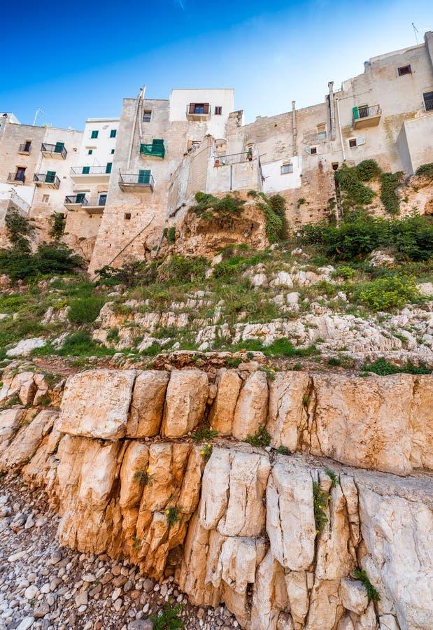 Kleurrijke huizen van Polignano een Merrie, Apulia - Italië royalty-vrije stock fotografie