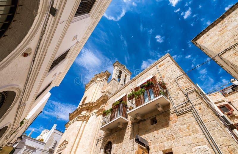 Kleurrijke huizen van Polignano een Merrie, Apulia - Italië royalty-vrije stock foto