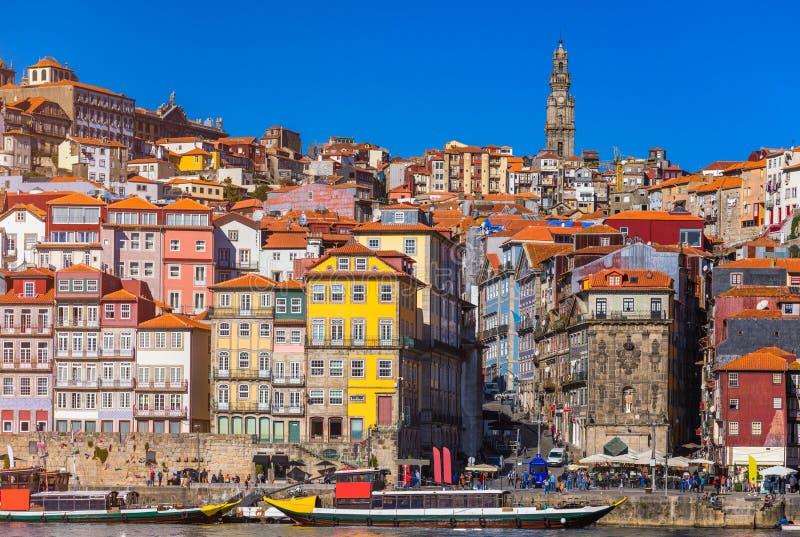 Kleurrijke huizen van Porto Ribeira, traditionele voorgevels, oude multi royalty-vrije stock foto's