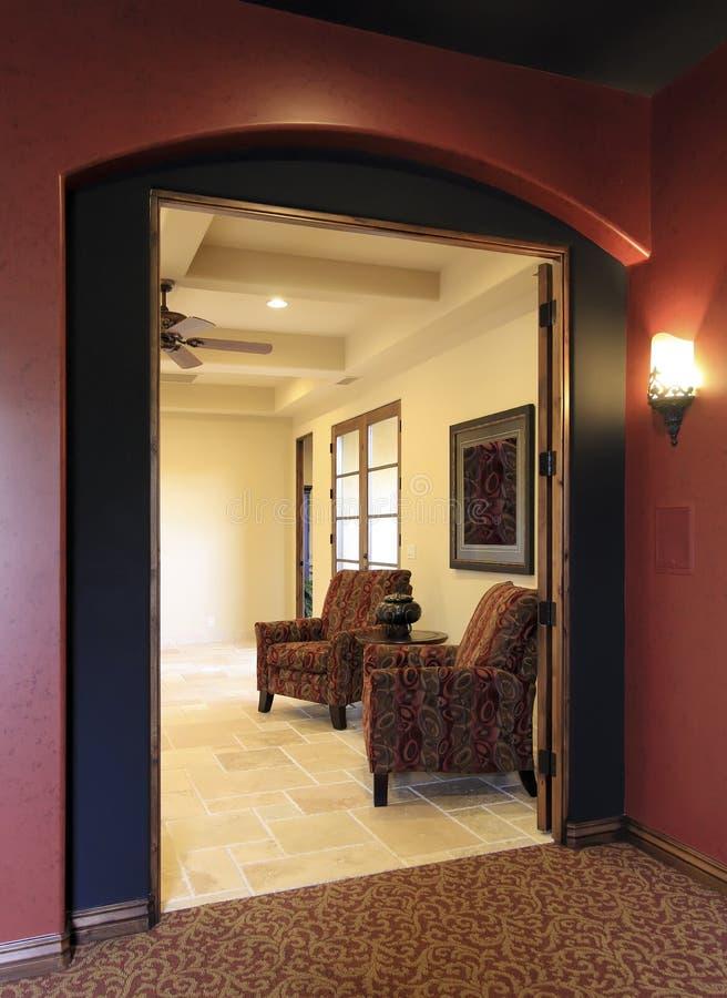 Kleurrijke ingang in modern huis royalty-vrije stock afbeelding