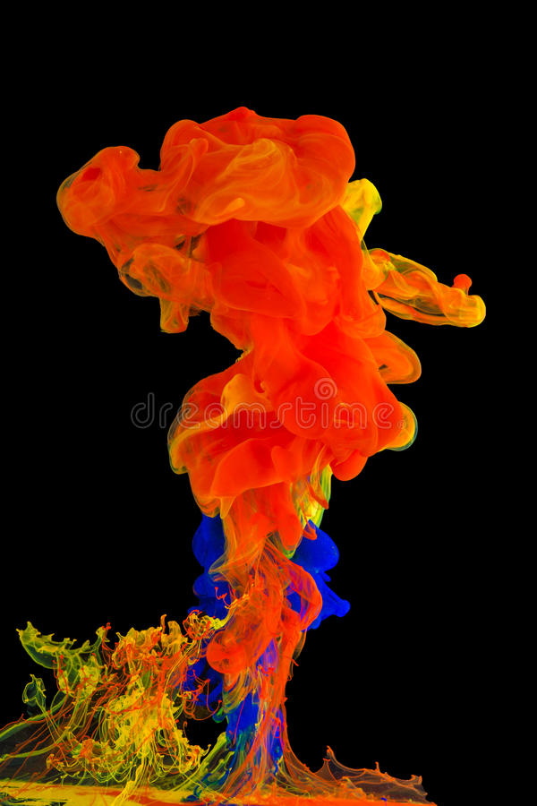 Kleurrijke inkt in water stock foto's
