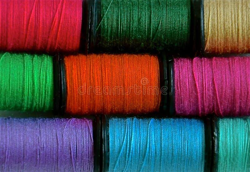 Kleurrijke katoenen spoelen royalty-vrije stock afbeeldingen