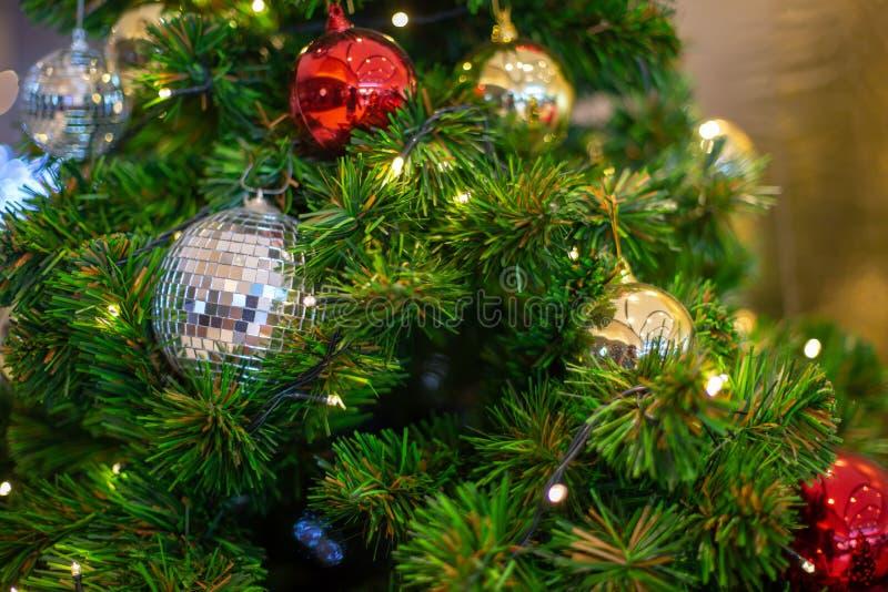 Kleurrijke kerstdecoratie met een kaars op de baard royalty-vrije stock foto