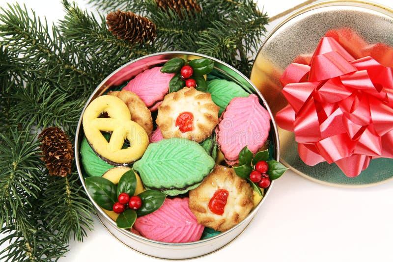 Kleurrijke Kerstmiskoekjes - Gift stock afbeelding