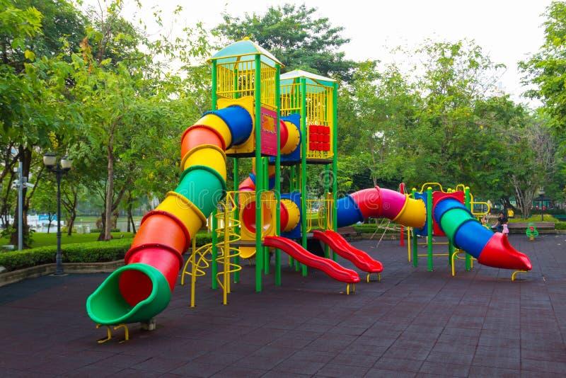 Kleurrijke kinderenspeelplaats stock foto