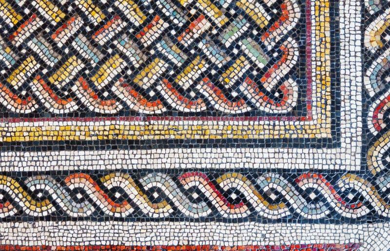 Kleurrijke kleine tegels van een oud vloermozaïek stock foto's