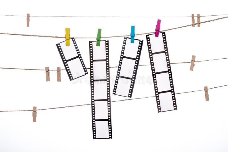 Kleurrijke klem op een streng, hangende Fotografische Negatieven royalty-vrije stock afbeeldingen