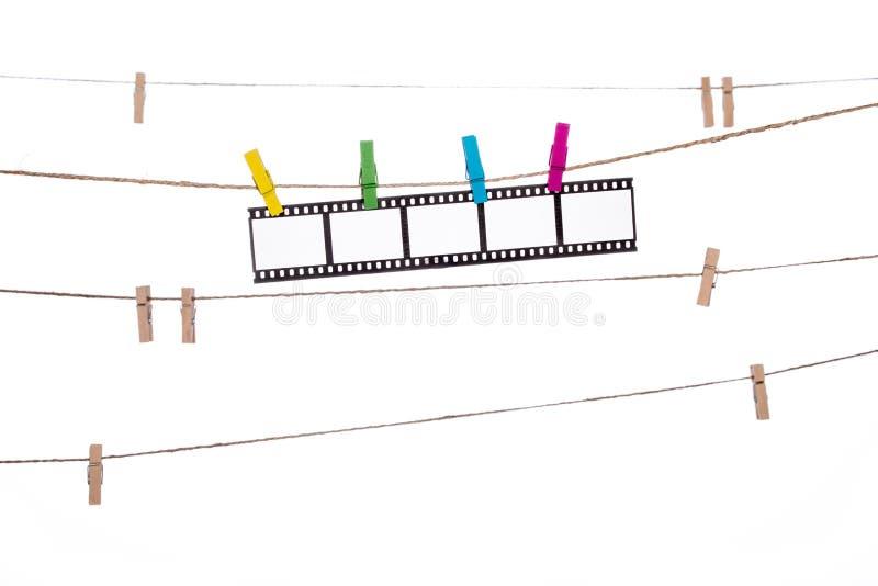 Kleurrijke klem op een streng, hangende Fotografische Negatieven stock afbeelding