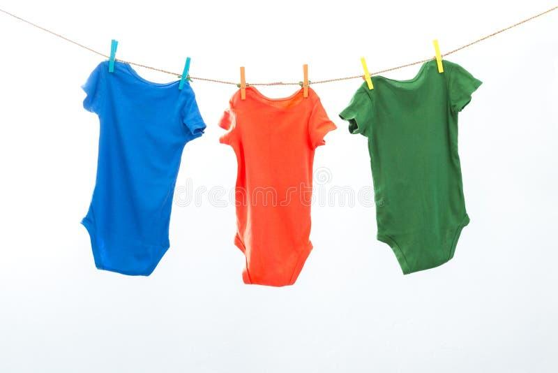 Kleurrijke kleren stock afbeeldingen