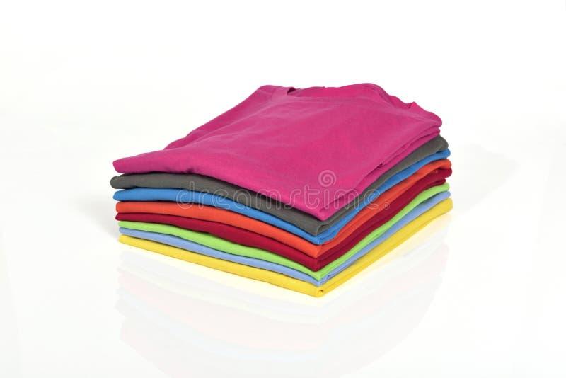Kleurrijke klerenstapel stock afbeelding