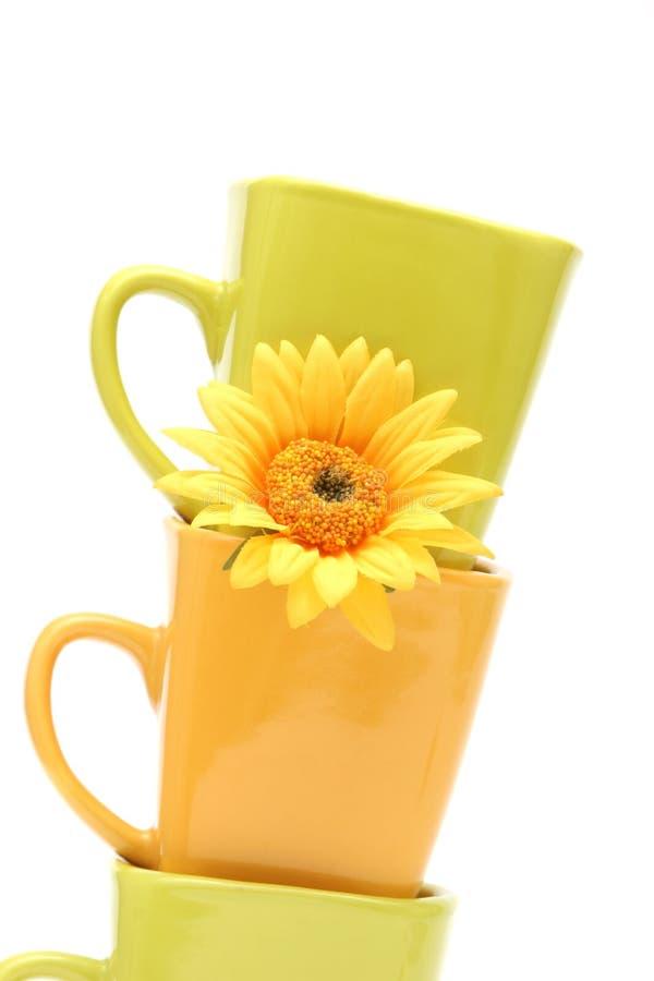 Kleurrijke koffiekoppen stock foto's