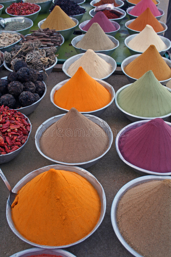 Kleurrijke kruiden - Dorp Nubian stock foto's
