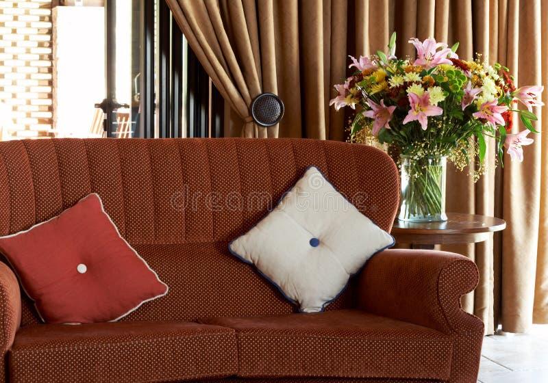 Kleurrijke kussens op de laag royalty-vrije stock foto's