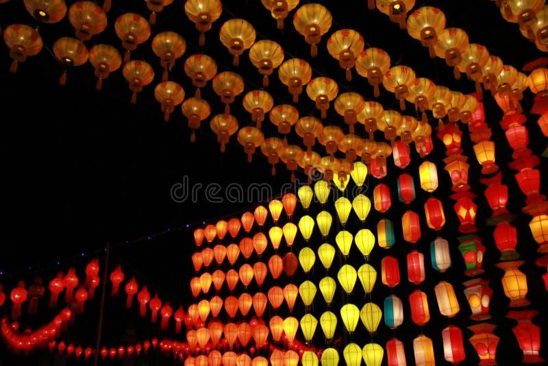 Kleurrijke Lanna-lantaarnlamp in Loy Kratong Festival, of vraag Yee Peng Festival bij noordelijk van Thailand royalty-vrije stock foto