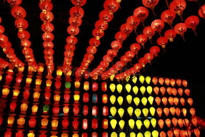 Kleurrijke Lanna-lantaarnlamp in Loy Kratong Festival, of vraag Yee Peng Festival bij noordelijk van Thailand royalty-vrije stock foto's