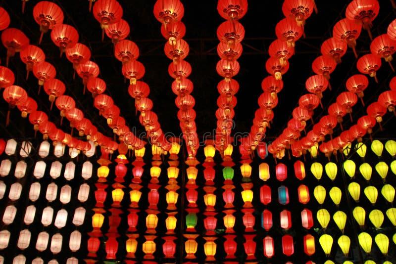 Kleurrijke Lanna-lantaarnlamp in Loy Kratong Festival, of vraag Yee Peng Festival bij noordelijk van Thailand De chainese geschre royalty-vrije stock foto