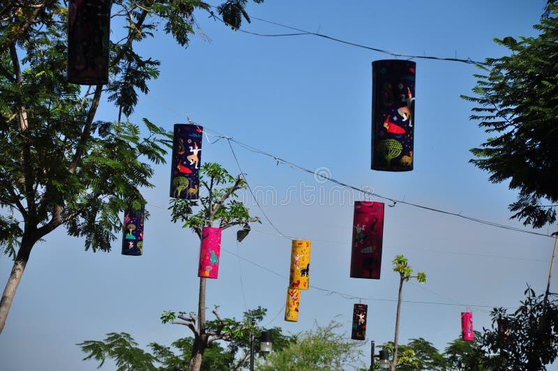 Kleurrijke lantaarns in dagtijd stock foto's