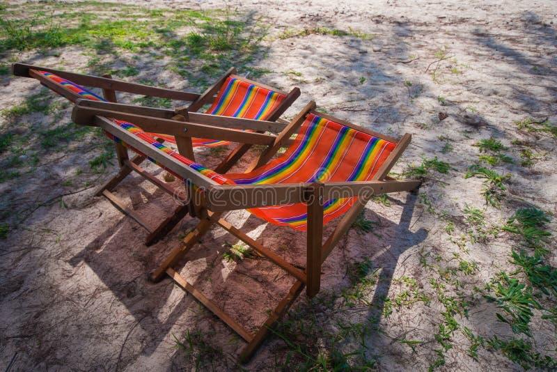 Kleurrijke ligstoel op het strand royalty-vrije stock foto