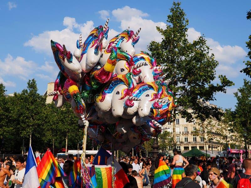 Kleurrijke lucht-gevulde stokballons bij de Vrolijke Trots van Parijs van 2018 stock foto