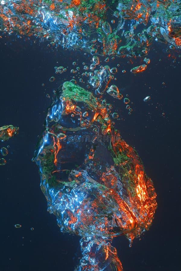Kleurrijke luchtbel in water stock fotografie