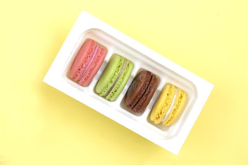 Kleurrijke makaron Een Franse zoete delicatesse, de close-up van de makaronsverscheidenheid royalty-vrije stock afbeelding