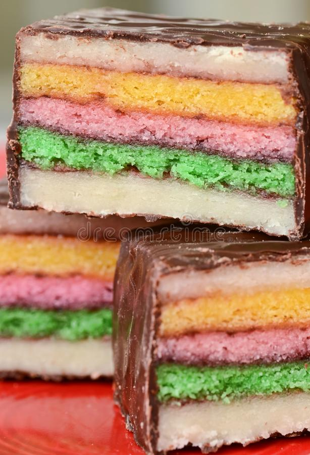 Kleurrijke Marsepeinpetit-fours stock foto