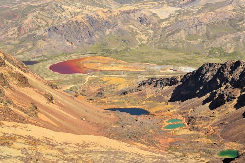 Kleurrijke Meren in de Boliviaanse Bergen van de Andes royalty-vrije stock afbeeldingen