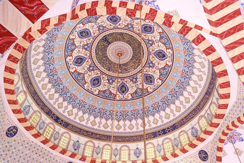 Kleurrijke moskeekoepel royalty-vrije stock afbeelding